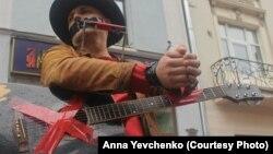 Олег Мокряков на акции протеста в центре Москвы