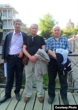 Gürcüstan mənşəlli azərbaycanlı yazıçılar soldan sağa Rafiq Hümmət, Nəriman Əbdürrəhmanlı, Tapdıq Yolçu.
