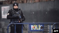 Түрк полиция кызматкери.