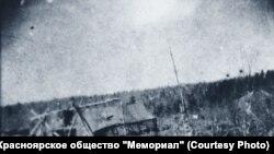 Первая палатка строителей дороги. Ермаково, 1949 год