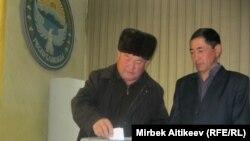 Талас райондук кеңешинин депутаттары аким шайлоодо, 6-февраль, 2012.