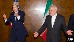 Держсекретар США Джон Керрі (л) і міністр закордонних справ Ірану Мохамад Заріф