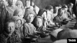 Столовая для голодающих в Поволжье, 1923 год.