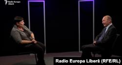 Valentina Ursu și Traian Băsescu în studioul Europei Libere de la Chișinău