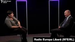 Valentina Ursu și Traian Băsescu în studioul Europei Libere de la Chișinău (foto arhivă)