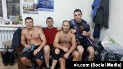 Евгений Бровкин (второй справа)
