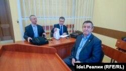Валерий Константинов с защитниками в районном суде Малмыжа