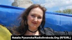Співачка LinA під час Дня пам'яті у Берліні