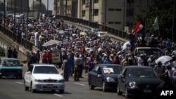 مناصرون للرئيس المصري المعزول محمد مرسي في إعتصام بالقاهرة