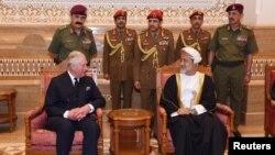 Novi sultan Omana Hajtam bin Tarik al-Said prima saučešće od britanskog princa Čarlsa, Muskat, Oman, 12. januar, 2020.