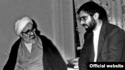 Диссидент Улуу Аятолла Хосейн Али Монтезари(солдо) жана Иран оппозициясынын азыркы лидери Мир Хосейн Мусави(оңдо) Кум шаарында. 1972-75-жылдар.