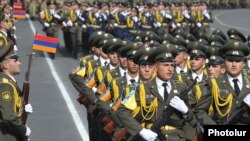 Кадеты Военной академии на параде в Ереване (архивная фотография)
