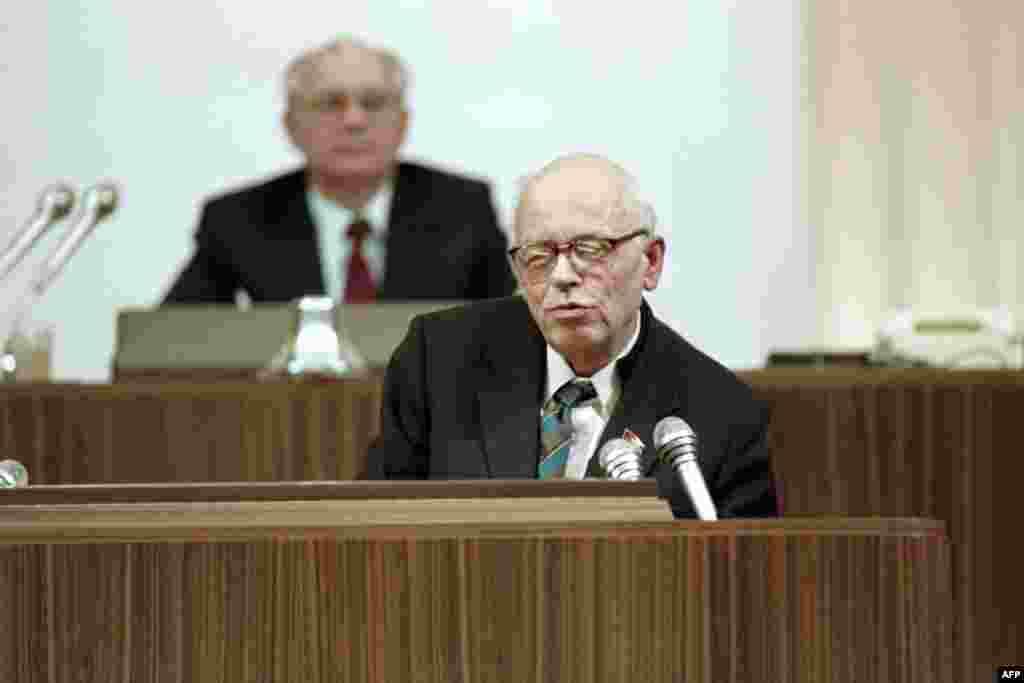 Диссидент и лауреат Нобелевской премии мира Андрей Сахаров на трибуне Съезда народных депутатов СССР, 12 декабря 1989 года