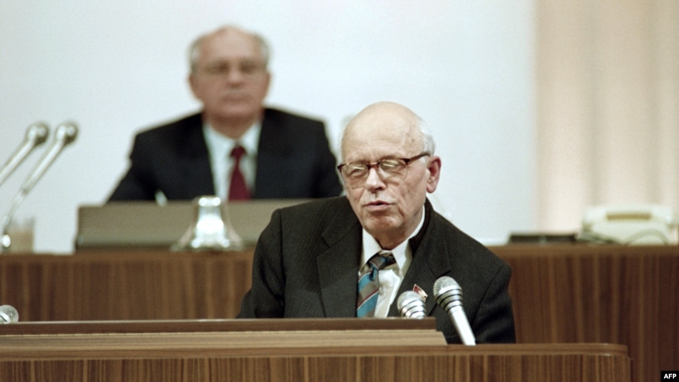 Physicist, dissident, and Nobel laureate Andrei Sakharov addresses the Congress of People's Deputies as Soviet President Mikhail Gorbachev looks on behind him in Moscow in December 1989.