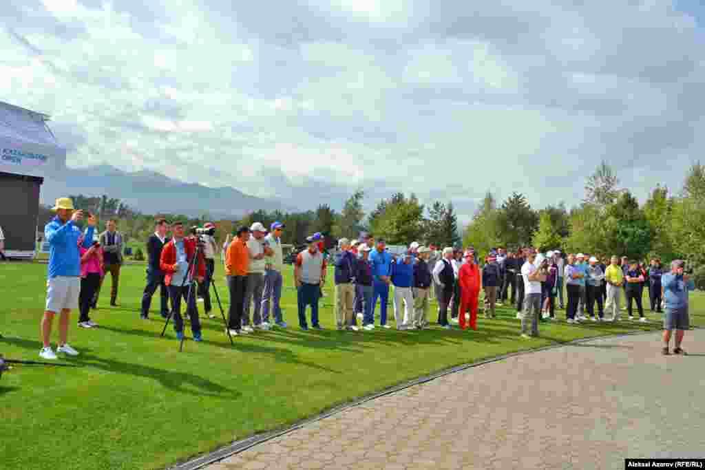 В турнире Pro Am участвуют профессионалы и любители гольфа. Для любителей это возможность повысить свое мастерство. Для профессионалов это полезно для ознакомления с игровым полем, на котором предстоит играть в ближайшие четыре дня во время Kazakhstan Open.
