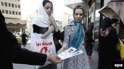 تبلیغات انتخابات مجلس هشتم در ایران.(عکس: EPA)