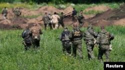 Бойовики батальйону «Восток» у Донецьку, 10 липня 2014 року