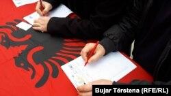 Potpisivanje peticije za preispitivanje pozicije Specijalnog suda za ratne zločine na Kosovu
