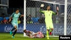 Պորտուգալիայի հավաքականը Եվրո-2016-ի 1/8 եզրափակիչ խաղում գրավում է Խորվաթիայի թիմի դարպասը, Լանս, 25-ը հունիսի, 2016թ․