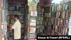 احدى المكتبات في سوق الجواهري