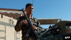 Сотрудник сил безопасности Йемена.