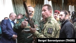 Директор Росгвардии Виктор Золотов со своим замом Сергеем Меликовым (архивное фото)