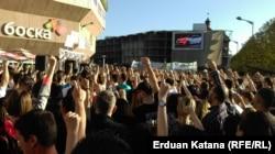 Građani okupljeni na trgu Krajine u Banjaluci odakle su zatražili pravdu i istinu za sve nerasvjetljene i zataškane slučajeve ubistava u BiH