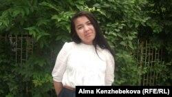 Мектеп түлегі Кәмшат Шағатаева. Алматы, 21 мамыр 2014 жыл.