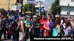Активисты пикетируют здание Конституционного суда в Киеве, 10 июня 2016 года
