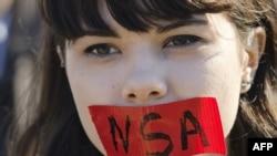 Вашингтондогу демонстрациянын катышуучусу. 26-октябрь, 2013-жыл.