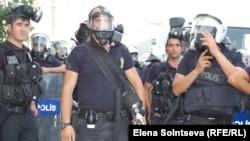 Турция - Полицейские на площади Таксим в Стамбуле, июнь 2013 г․