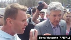 Акция водителей в поддержку бывшего кандидата в мэры Астрахани Олега Шеина. Астрахань, 13 апреля 2012 года.