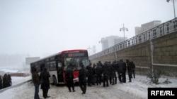 Avtobuslar hərəsi bir tərəfə sürüşüb düşüb