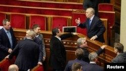 Украин парламентиндеги талаш-тартыш. 3-декабрь, 2013.