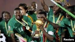 Футболисты сборной Замбии празднуют победу в финале Кубка африканских наций 2012 года