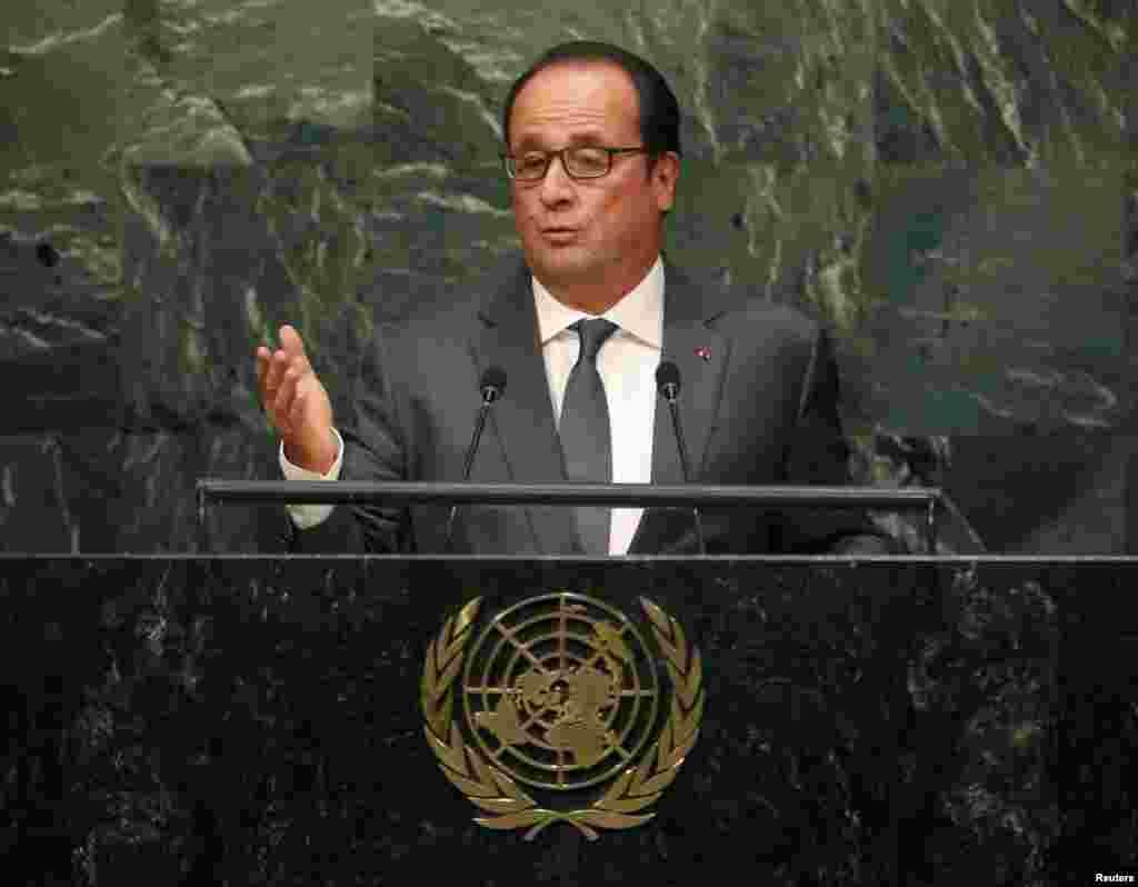 فرانسوا اولاند، رئیسجمهوری فرانسه با اشاره به سوریه گفت«نمیتوان قربانیان و کسانی که دست به کشتار آنها میزنند را گرد هم آورد. از این رو اسد که منشأ مشکل است نمیتواند بخشی از راه حل [آن] باشد».