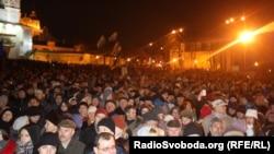 Киевляне на Михайловской площади, 30 ноября 2013 г.