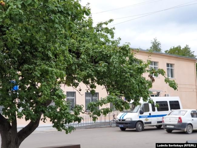Отделение полиции в Пскове, куда увезли Остаповича