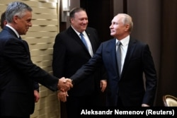 Джон Хантсман во время встречи президента России Владимира Путина с госсекретарем США Майком Помпео в Сочи. Май 2019 года