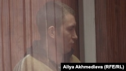 Бывший начальник погранзаставы «Сарыбоктер» Алексей Фомин на скамье подсудимых. Талдыкорган, 27 ноября 2012 года.