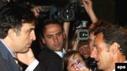 Обвинения в адрес Москвы могли поставить под сомнение статус Франции (президент Николя Саркози на фото справа) как успешного посредника в урегулировании конфликта