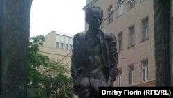 "Активисты ""Оккупай"" - у памятника Окуджаве на Старом Арбате"