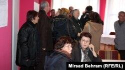 Bivši radnici Aluminija srpske nacionalnosti u Mostaru 14.decembra 2013.