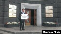 Коммунист Цыренов наказан за протест у здания неработающего суда