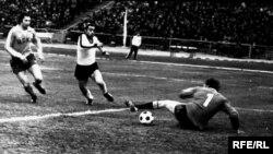 """Ozarbayjon. """"Neftchi"""" Boku va """"Paxtakor"""" Toshkent futbol jamoalari o'yini, 1978 yil."""