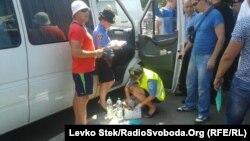 Напередодні у Чернігові затримали авто з комплектом підроблених печаток виборчих комісій