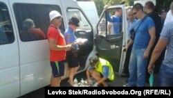 Накануне в Чернигове задержали авто с комплектом поддельных печатей избирательных комиссий 205-го округа