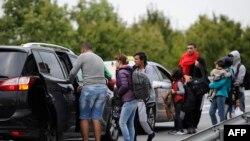 Pamje e migrantëve në rrugët e Hungarisë