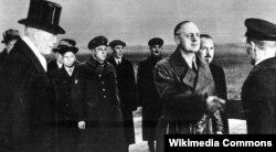 Риббентроп на аэродроме в Москве 30 марта, 1939