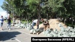 Волонтеры на Центральной набережной